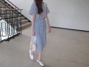 button linen skirt : sky