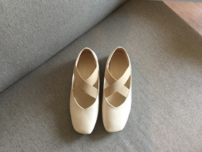 ballet shoes : ivory