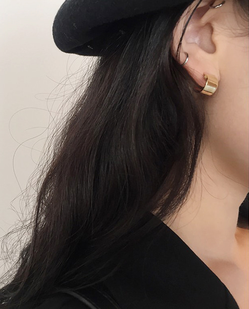 simple point earring