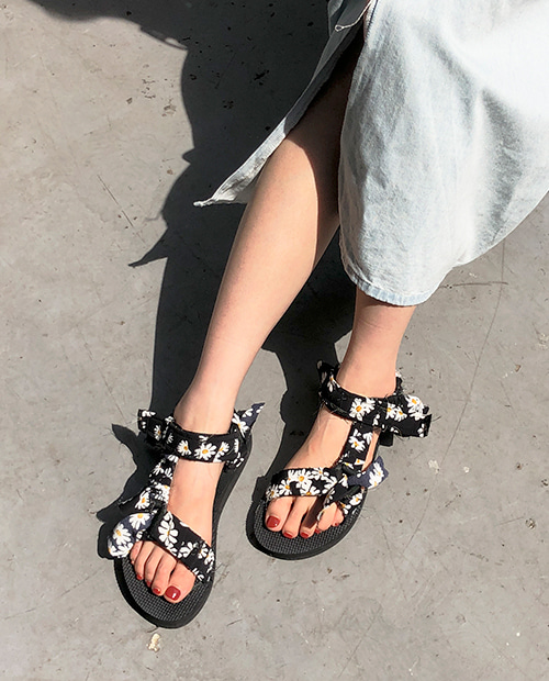 flower strap sandal : black